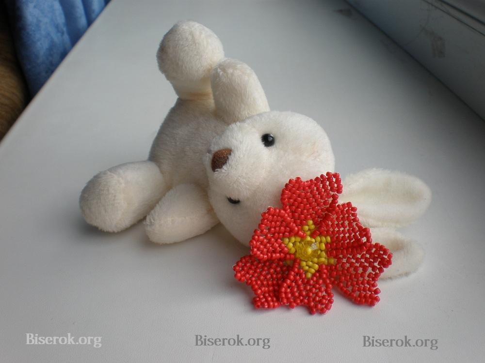 Poppy Red Bead цветок красного мака, сплетенный из бисера.