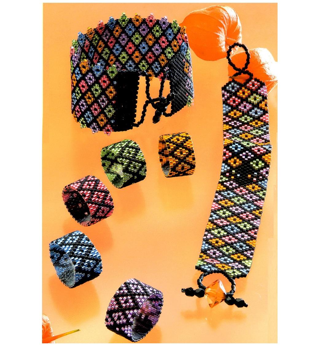 Украшения из бисера Такие разноцветные браслеты-ремешки и широкие кольца в виде ремешков заставят обратить на вас...