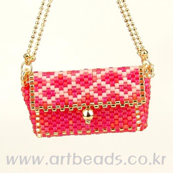 свой цитатник или сообщество!  Красивые мини- сумочки,рюкзачок,кошелек из бисера и бусин.