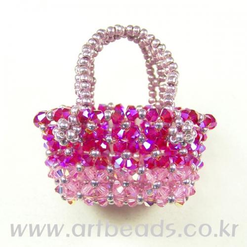 Розовая сумка-корзинка.  Сумка из бусин.