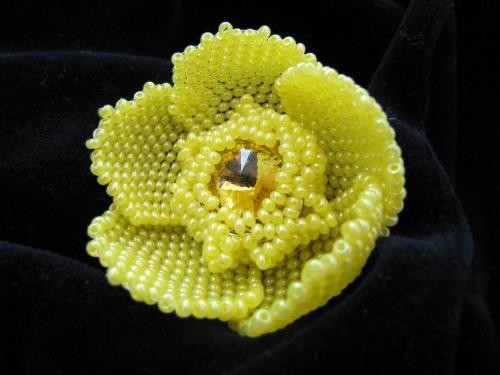 """Водяная лилия из желтого бисера.  Для изготовления цветка  """"Кувшинка """" нам понадобится."""
