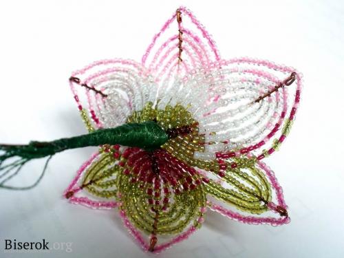 сакура из бисера. схемы бисер плетение крестом яиц. плетение из бисера змеи. брелок из бисера змея. цветы из бисера...