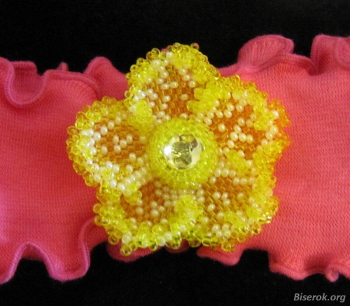 Цветок из желтого бисера