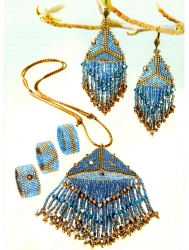 Комплект украшений из голубого бисера
