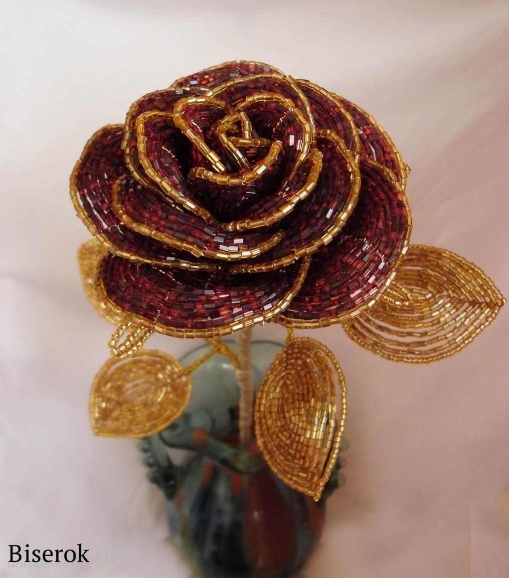 Пошаговый МК плетения Розы из рубки Роза состоит из пяти рядов лепестков, плетется из бисера-рубки в технике...