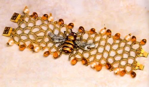 браслет с пчелой