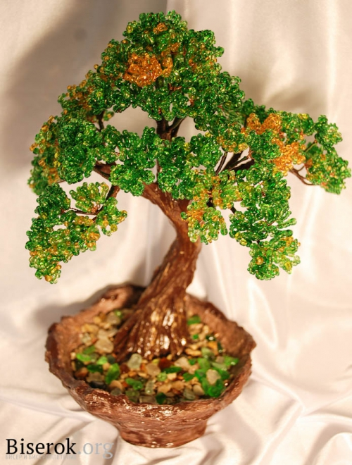 дерево из зеленого бисера