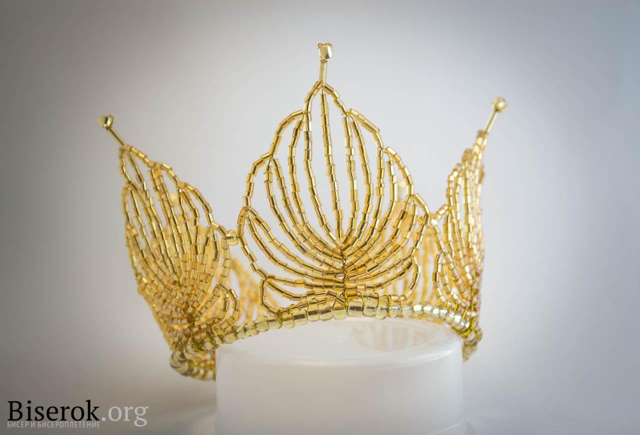 Сделала несколько фотографий готовой короны с разных ракурсов, чтобы вам лучше было видно всю ее красоту.