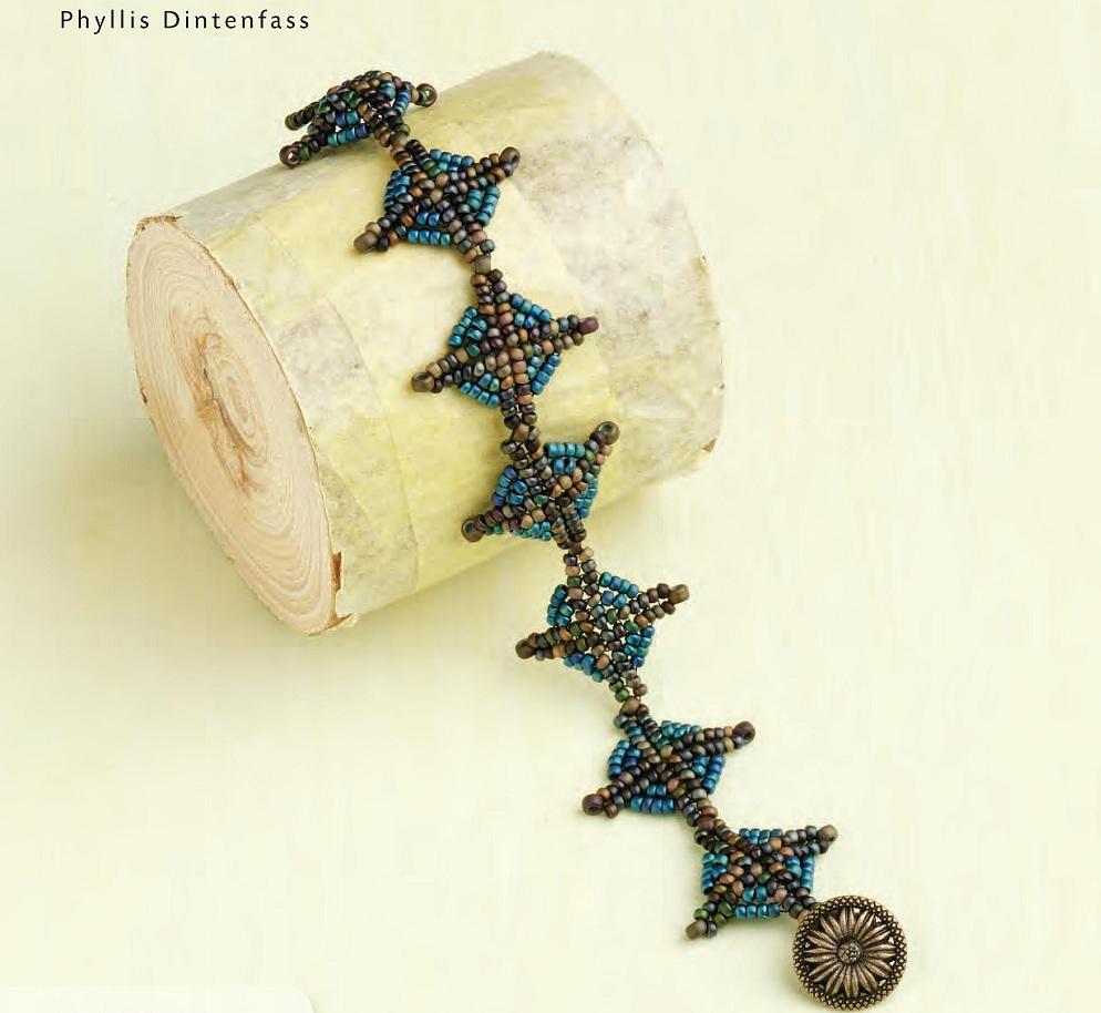 Симпатичный браслет из ромбов, сплетен из бисера. описание работы и схемы плетения украшения на руку.