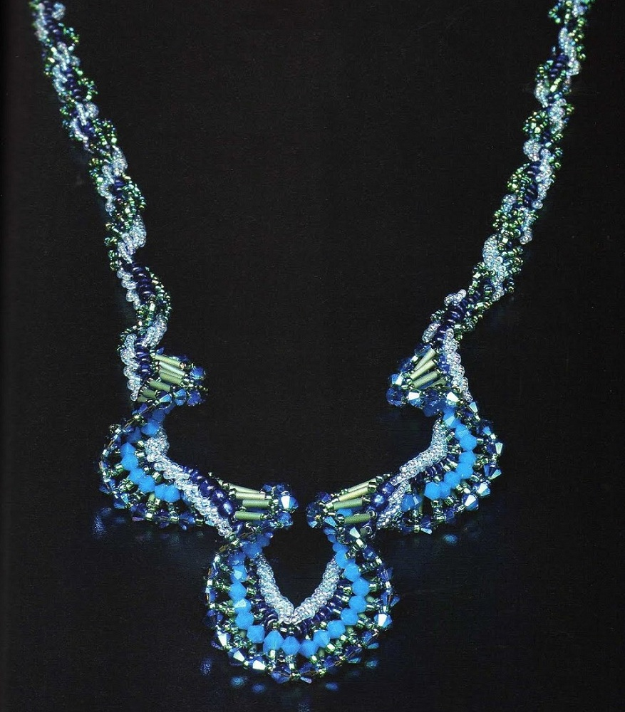 ожерелье из бисера Лилия. колье лилия.