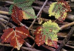 осенние листья из бисера