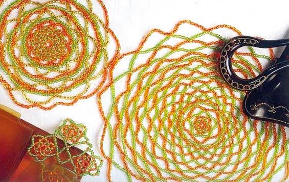 Плетение из бисера салфеток розы.