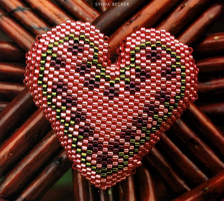 Это сердце плетется мозаичным плетением и из хорошего японского бисера, желательно Delika.  Схема узора.