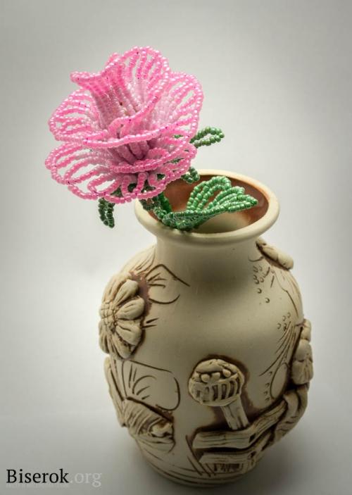 Желаю всем приятного бисероплетения и рада была поделиться своей простой идеей создания розы из бисера!