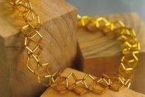 золотистое колье