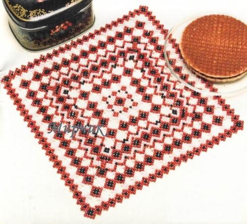 квадратная салфетка из бисера