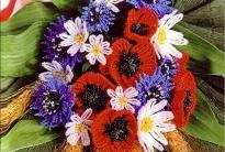плетение красивого букета цветов из бисера