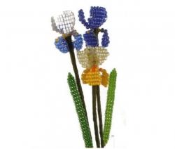 Плетем простой цветок ириса из бисера