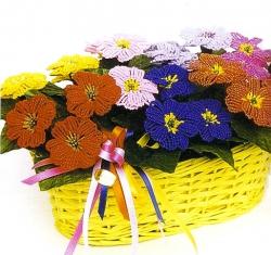 Яркий букет цветоы примула, сплетенный из бисера и проволоки своими руками.  Описание работы и схема плетения примулы...