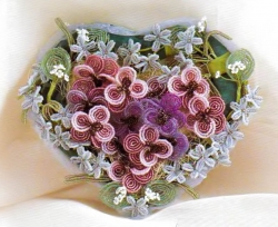 букет в виде сердца из бисера
