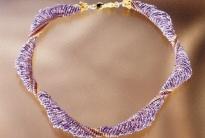 лиловый жгут из бисера