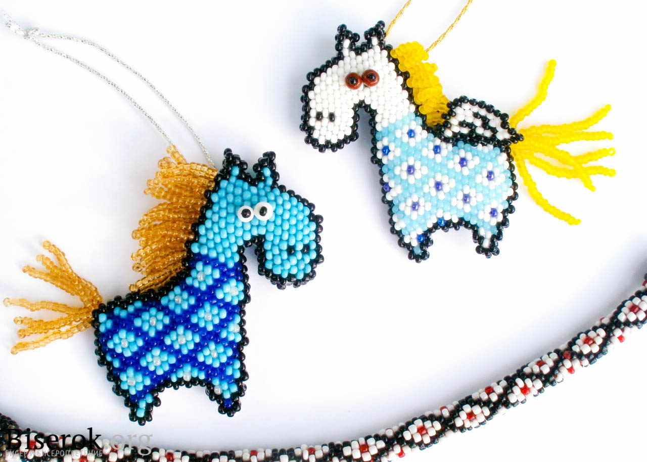 схема плетения брелка лошади
