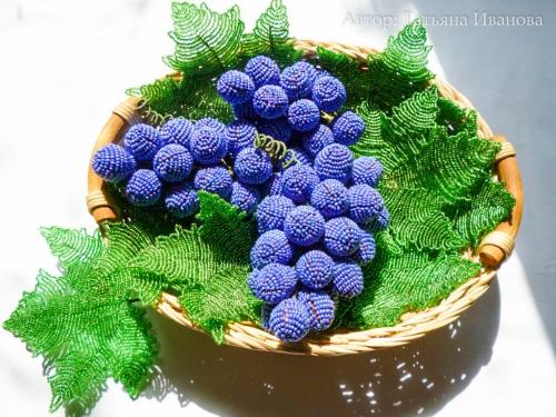 виноград из бисера и проволоки. грозди винограда.
