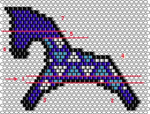 Игрушка сплетена мозаично-кирпичным плетением, состоит из двух, на этот раз, одинаковых половинок.