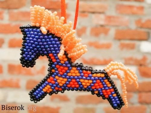 лошадка из бисера. конь.