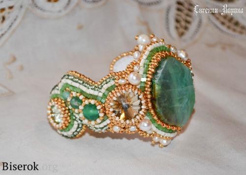 браслет, вышивка бисером, натуральный зеленый агат Вены дракона, оплетение кабошона, оплетение риволи бисером, мастер-класс, МК, схема