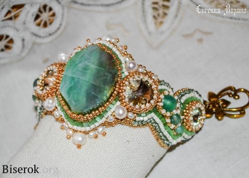 браслет, вышивка бисером, натуральный агат, зеленый, жемчуг, риволи