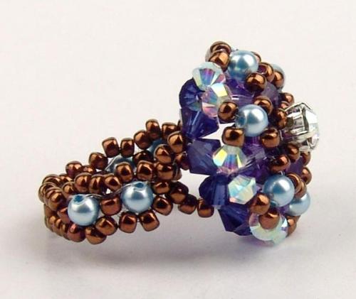 красивое кольцо, из бисера, жемчуга и стеклянных бусин биконус, схема