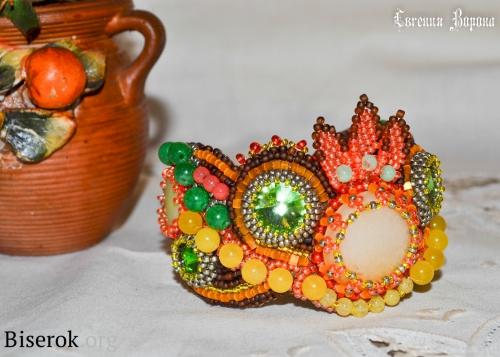 вышитый бисером браслет, бусины, риволи, стразы, натуральный камень в украшениях вышивка бисером