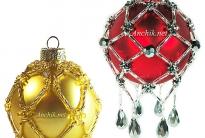 Декорация новогоднего ёлочного шарика бисером