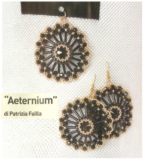 крупный круглый ажурный кулон из бисера и стекляруса с черными риволи, плетение по кругу, оплетение мозаикой риволи 14 мм