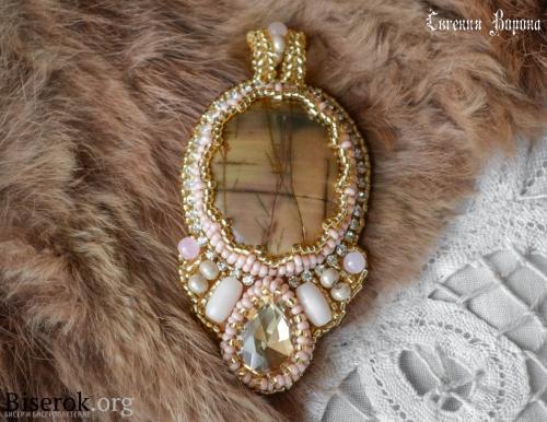 крупный кулон, натуральная яшма пикассо, кристалл риволи капля, кошачий глаз, розовый кварц, вышивка бисером, оплетение кабошона с зубчиками, мастер-класс