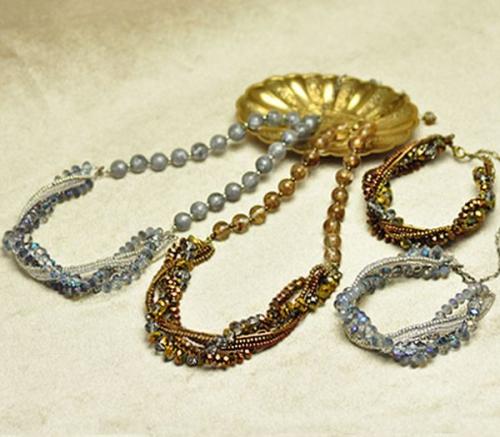бисероплетение для новичков, комплект коса, простое колье и простой браслет из бисера и бусин
