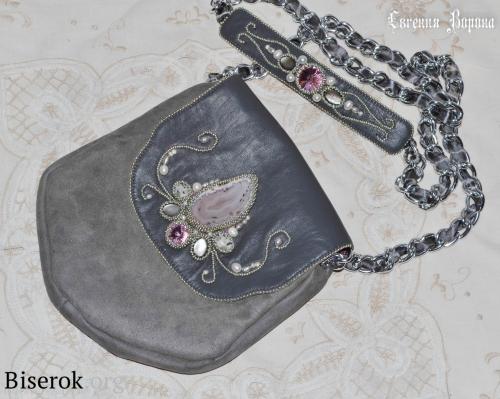 маленькая вечерняя сумка из натуральной кожи и замши, длинная цепь, вышивка бисером, схема, мастер-класс, оплетение кабошона риволи