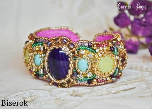 Яркий летний браслет, с обилием разноцветных самоцветов. браслет на жесткой основе,  браслет на металлическом бланке, вышивка бисером, мастер-класс, агат, бирюза, нефрит, яшма, аметист