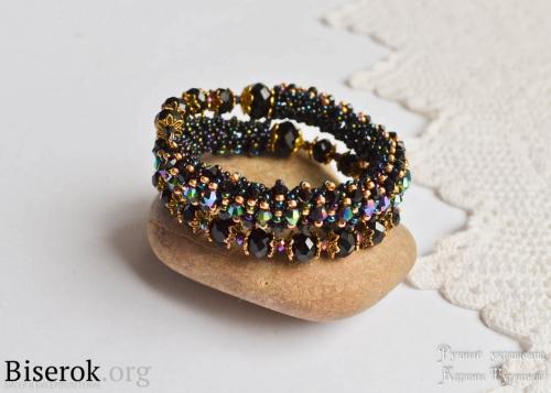 Стильный модный браслет на проволе с памятью, плетение бисерного жгута по круга, понятная схема, пошаговый мастер класс