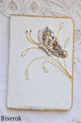кожаная обложка для паспорта с вышивкой бисером и натуральными камнями, обложка с бабочкой, бабочка вышивка бисером мастер-класс, мк, МК