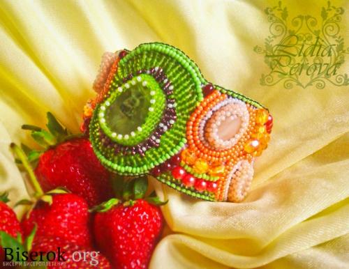 Яркий фруктовый вышитый бисером браслет своими руками
