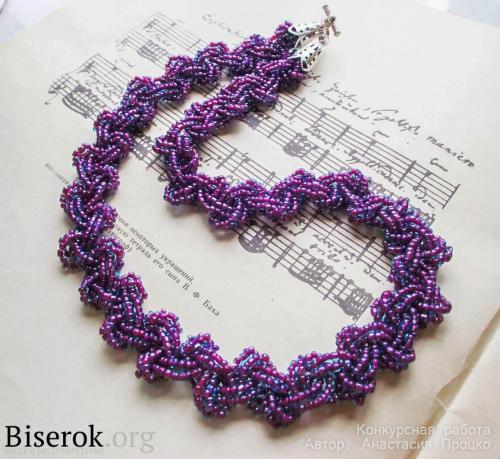 колье из фиолетового бисера
