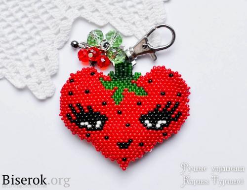 Брелок из бисера в форме сердца клубники, клубника из бисера схема, схема серца кирпичиком