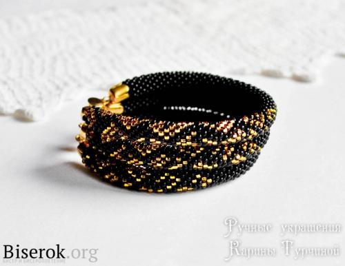 трехрядный стильный браслет из вязаных жгутов с анималистичным принтом