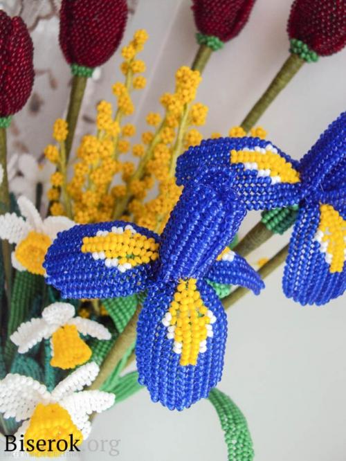 цветок ирис из бисера