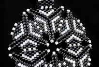 Кулон черно-белый