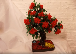 Фото Дерево из красного бисера